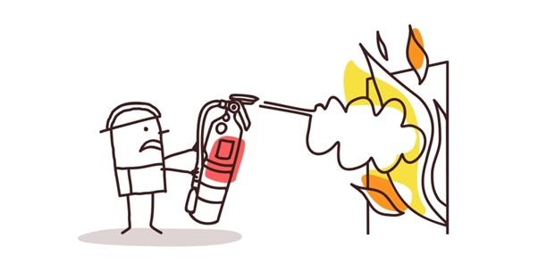Bombero_apagando_fuego_crisis_online